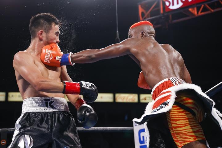 colbert-nyambayar-fight (10)