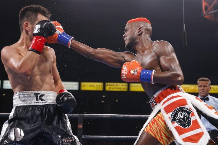 colbert-nyambayar-fight (6)