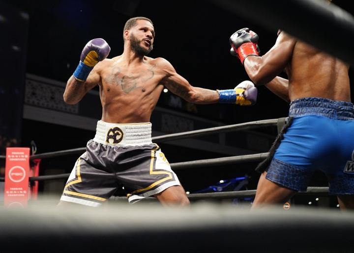 dirrell-davis-fight (14)