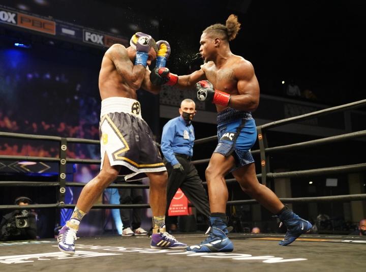dirrell-davis-fight (19)