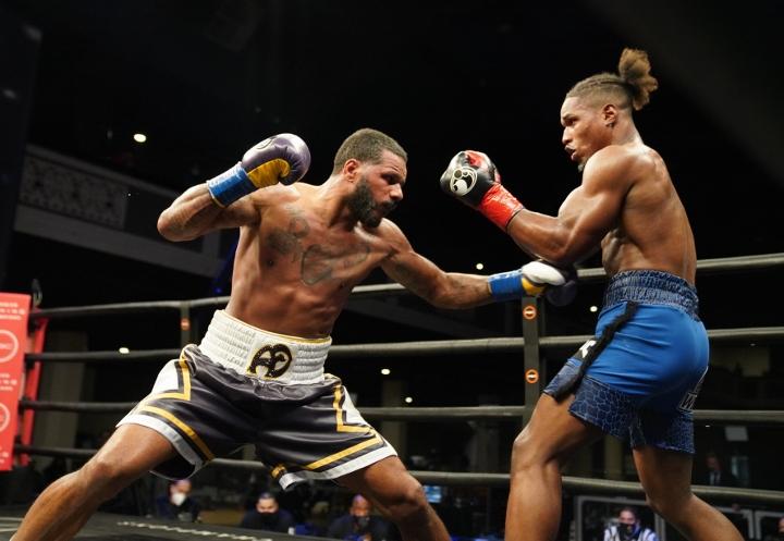 dirrell-davis-fight (22)