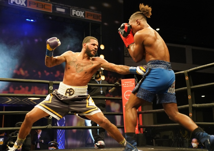 dirrell-davis-fight (27)