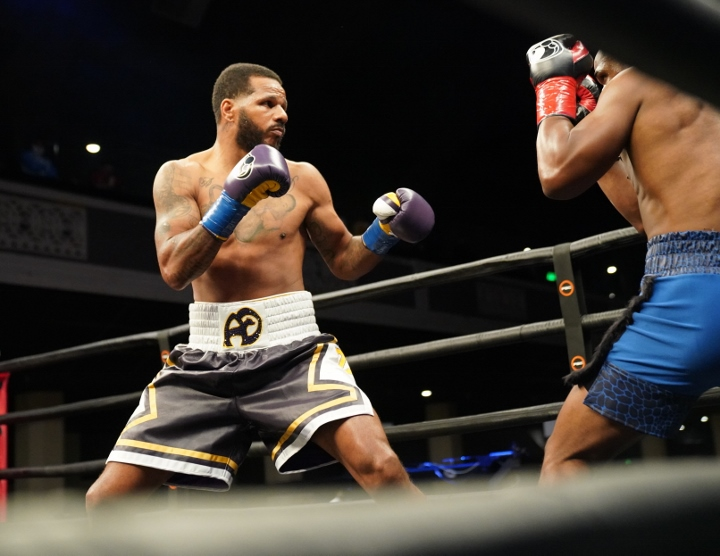 dirrell-davis-fight (30)
