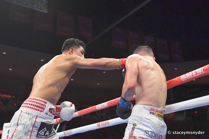 munguia-szeremeta-fight (22)