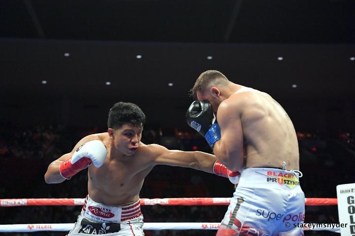 munguia-szeremeta-fight (9)