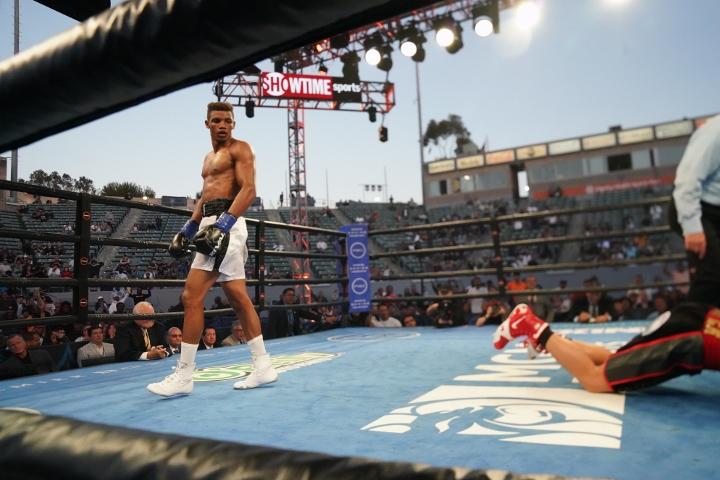 rivera-fernandez-fight (18)